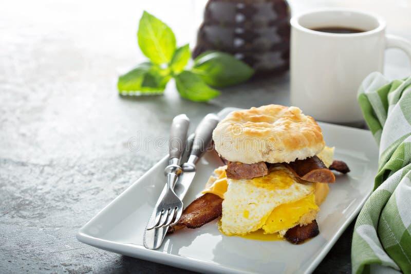 Σάντουιτς προγευμάτων μπισκότων στοκ εικόνες