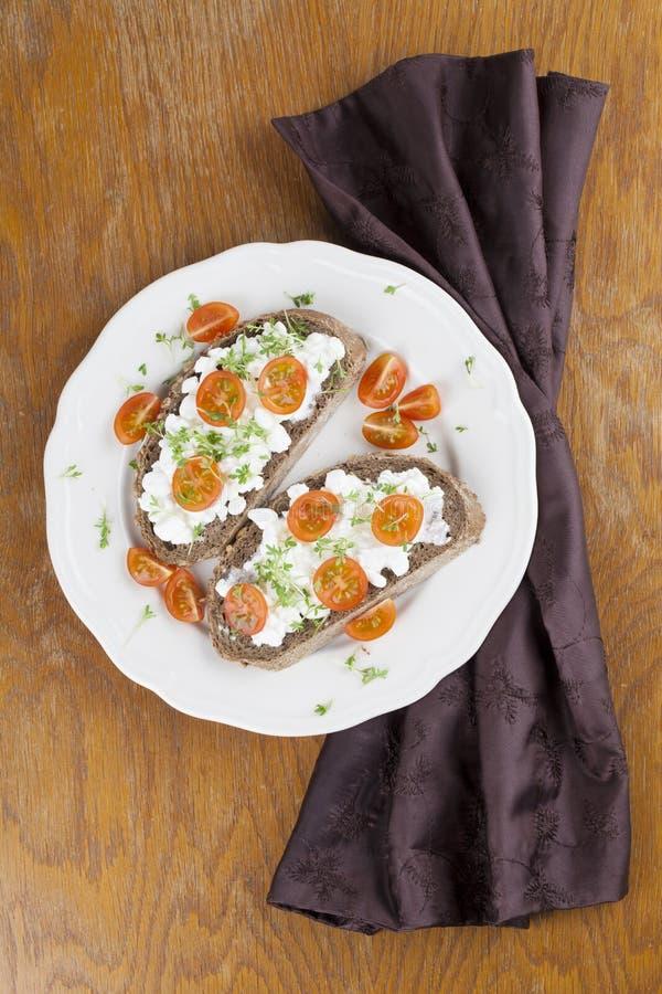 Σάντουιτς τυριών εξοχικών σπιτιών στοκ εικόνες