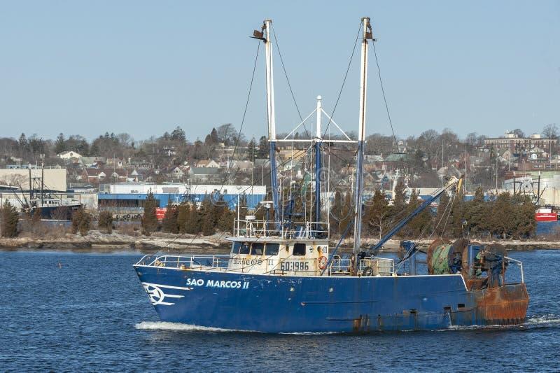 Σάο Marcos ΙΙ αλιευτικών πλοιαρίων τίτλος από το Νιού Μπέντφορτ στο χειμερινό πρωί στοκ φωτογραφία με δικαίωμα ελεύθερης χρήσης
