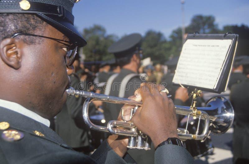 Σάλπιγγα παιχνιδιού αφροαμερικάνων, παρέλαση ημέρας του Columbus, πόλη της Νέας Υόρκης, Νέα Υόρκη στοκ εικόνες