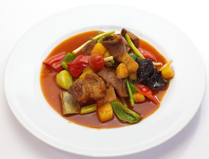 Σάλτσα που τηγανίζεται γλυκόπικρη με το χοιρινό κρέας στοκ εικόνες