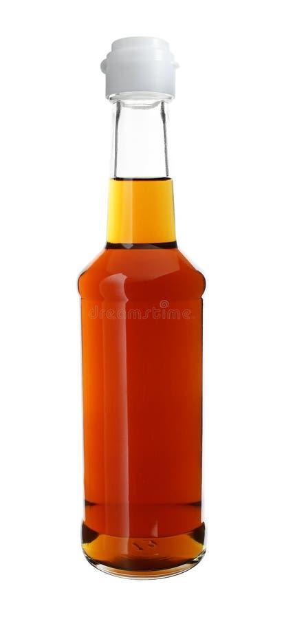 Σάλτσα στο μακρύ μπουκάλι γυαλιού λαιμών που απομονώνεται στο άσπρο υπόβαθρο στοκ εικόνα