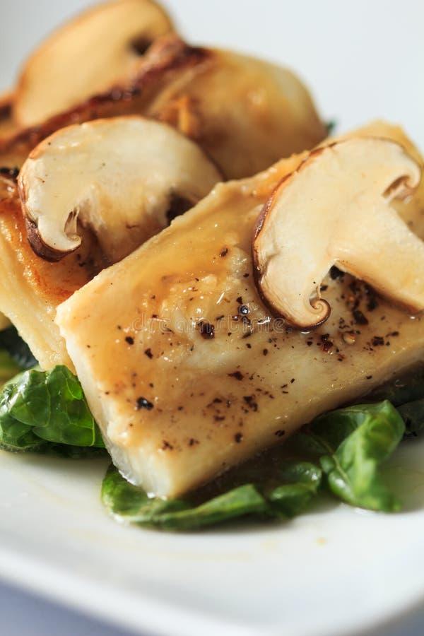 Σάλτσα ψαριών και φρέσκα μανιτάρια στοκ εικόνα