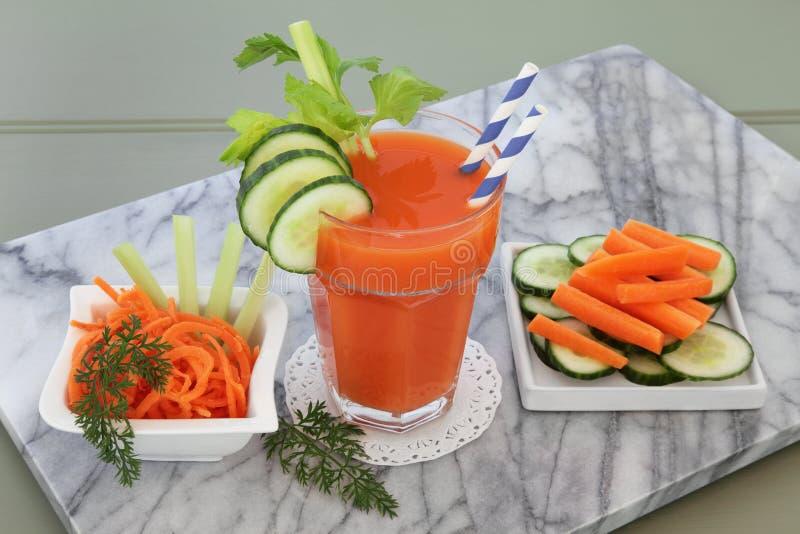 Σέλινο καρότων και ποτό αγγουριών στοκ εικόνα με δικαίωμα ελεύθερης χρήσης