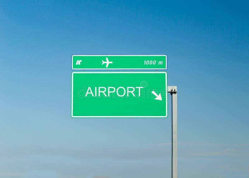 Σήμα εθνικών οδών που δείχνει τον αερολιμένα στοκ εικόνα με δικαίωμα ελεύθερης χρήσης