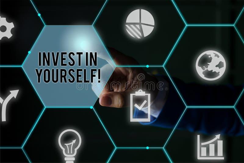 Σήμα κειμένου που δείχνει Επενδύστε στον εαυτό σας Εννοιολογική απεικόνιση σε προπονητή ή εκπαίδευση για να μάθει νέα πράγματα Άν στοκ εικόνες με δικαίωμα ελεύθερης χρήσης