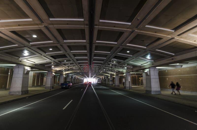 Σήραγγα κάτω από το κέντρο Συνθηκών Philadelphias στοκ εικόνα