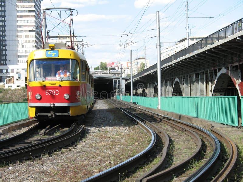 Download σήραγγα τραμ φύλλων πόλεω&nu Στοκ Εικόνα - εικόνα από πόλη, commuter: 1548141
