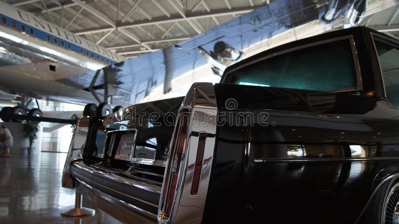 ΣΊΜΙ ΒΆΛΕΪ, ΚΑΛΙΦΟΡΝΙΑ, ΗΝΩΜΕΝΕΣ ΠΟΛΙΤΕΊΕΣ - 9 ΟΚΤΩΒΡΊΟΥ 2014: Προεδρική αυτοκινητοπομπή στην επίδειξη στη βιβλιοθήκη του Ronald  στοκ εικόνα