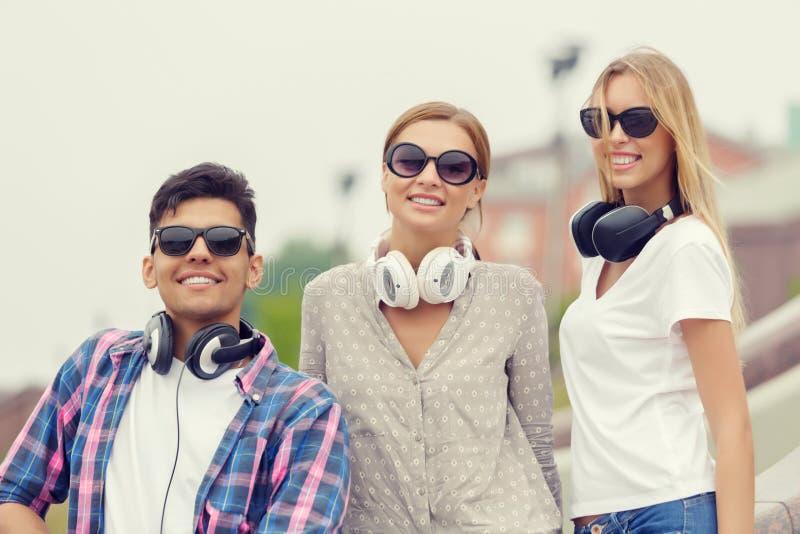 Σαββατοκύριακο με τους φίλους στοκ εικόνα με δικαίωμα ελεύθερης χρήσης