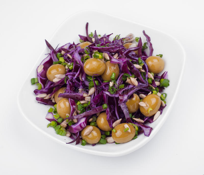 Σαλάτα από το λάχανο, τις ελιές και τα πράσινα στοκ φωτογραφίες με δικαίωμα ελεύθερης χρήσης