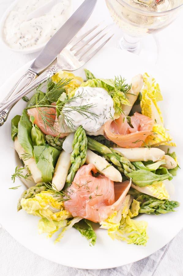 Σαλάτα με το σολομό στοκ εικόνες