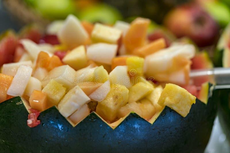 Σαλάτα φρούτων στο κοχύλι καρπουζιών στοκ εικόνες