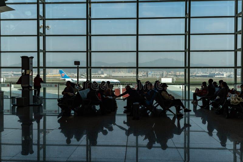Σαλόνι αναχώρησης, διεθνής αερολιμένας Shenzhen, Κίνα στοκ εικόνα