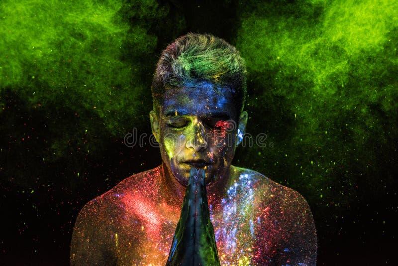 Σαμάνος σε μια προσευχή στοκ φωτογραφίες με δικαίωμα ελεύθερης χρήσης