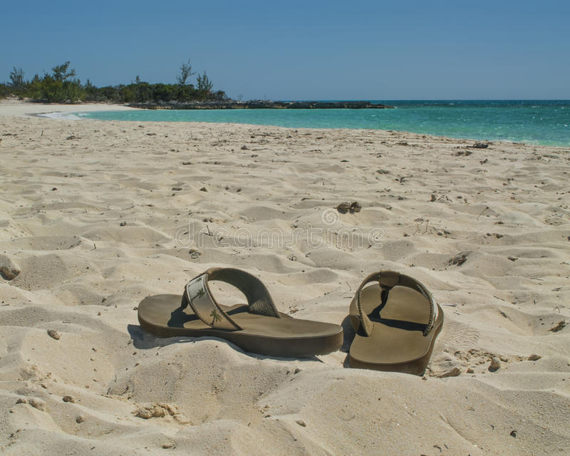 Σανδάλια στην παραλία στοκ εικόνα