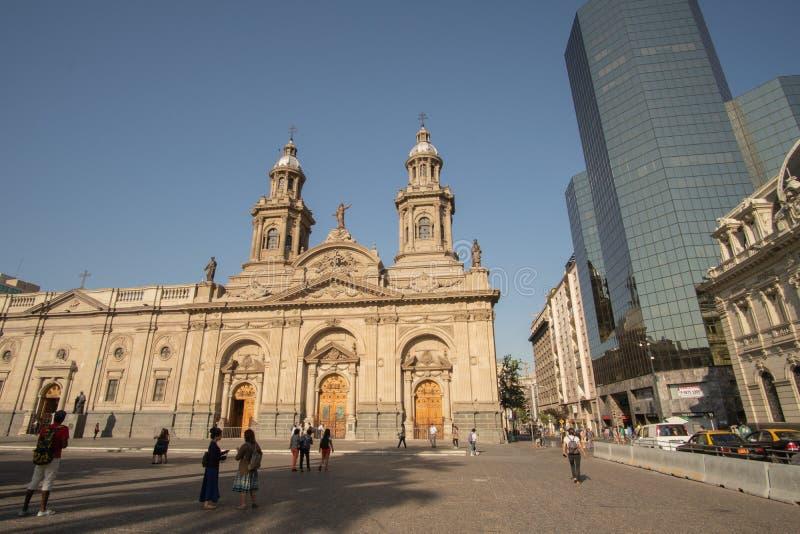 Σαντιάγο, Χιλής - 7,2017 Ιανουαρίου: Μη αναγνωρισμένος περίπατος τουριστών γύρω από Plaza de Armas στο Σαντιάγο στοκ φωτογραφία με δικαίωμα ελεύθερης χρήσης