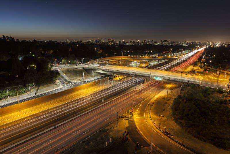 Σαν Ντιέγκο 405 αυτοκινητόδρομος στο ηλιοβασίλεμα Blvd στο Λος Άντζελες στοκ φωτογραφία με δικαίωμα ελεύθερης χρήσης