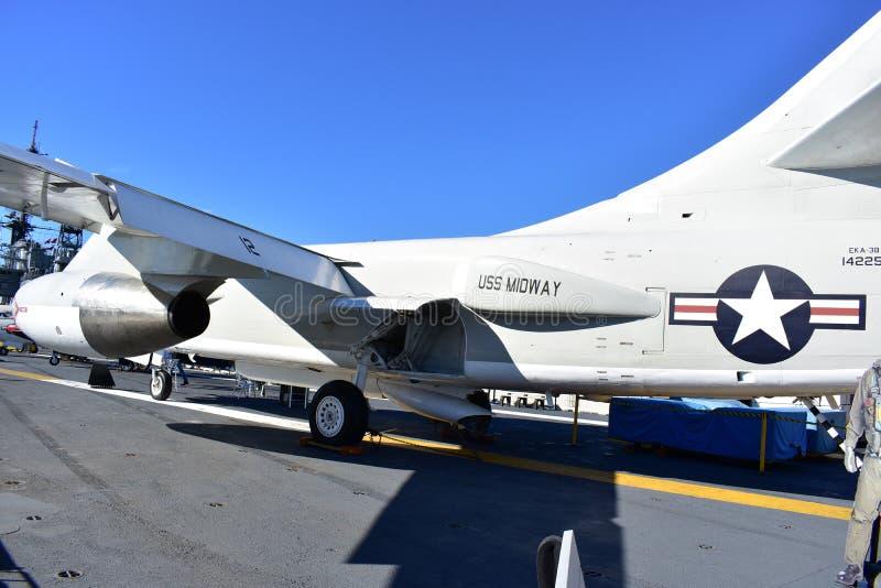 Σαν Ντιέγκο, Καλιφόρνια - ΗΠΑ - 04.2016 Δεκεμβρίου - αεροσκάφη ναυτικού σε USS στοκ εικόνες με δικαίωμα ελεύθερης χρήσης