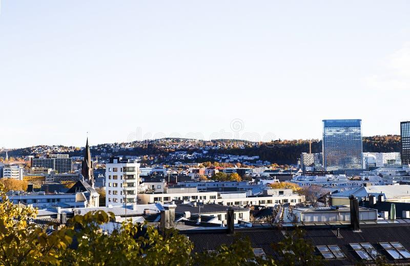σαν πρωτεύουσα η περισσότερη πυκνοκατοικημένη όψη της Νορβηγίας Όσλο δήμων καλά στοκ εικόνες