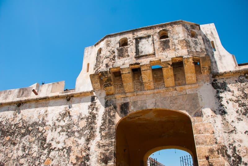 Σαν Φρανσίσκο de Campeche, Μεξικό: Παλαιοί τοίχος και είσοδος φρουρίων στο ιστορικό κέντρο Πύλη Puerta de Tierra εδάφους στοκ εικόνες με δικαίωμα ελεύθερης χρήσης