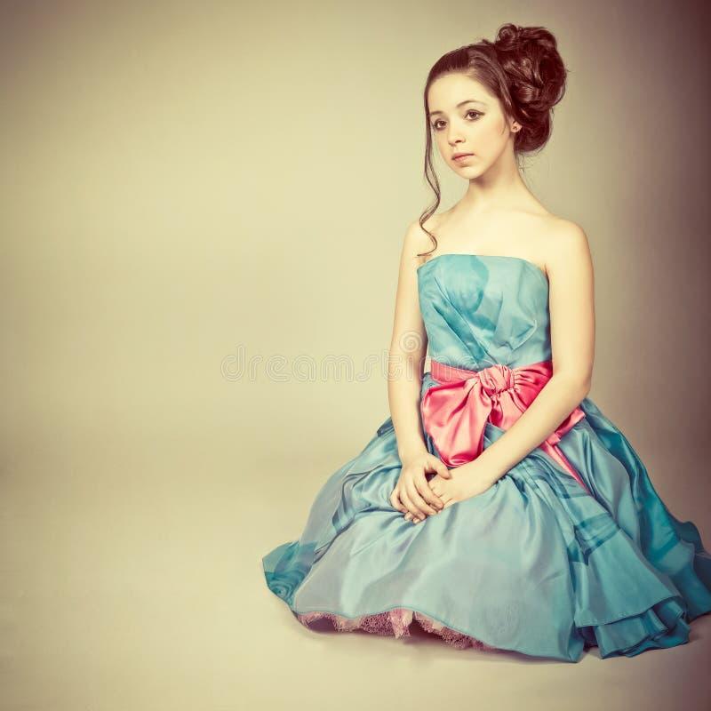 σαν χαριτωμένες ντυμένες νεολαίες πριγκηπισσών κοριτσιών στοκ εικόνα με δικαίωμα ελεύθερης χρήσης