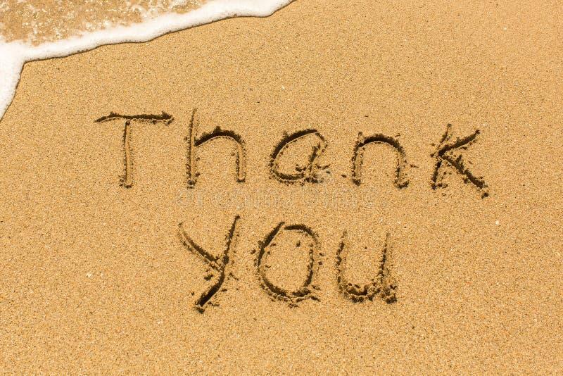 Σας ευχαριστούμε που επισύρεστε την προσοχή στην άμμο θάλασσας με το μαλακό κύμα Καλοκαίρι στοκ εικόνα