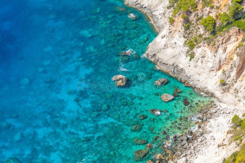 Σαφές μπλε νερό στη Ζάκυνθο, Ελλάδα στοκ εικόνες