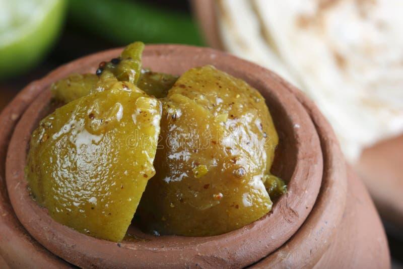 Σαφές τουρσί λεμονιών - ένα ινδικό τουρσί φιαγμένο από ασβέστη ή Nimbu στοκ εικόνες