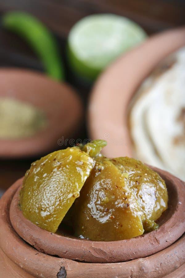 Σαφές τουρσί λεμονιών - ένα ινδικό τουρσί στοκ εικόνες