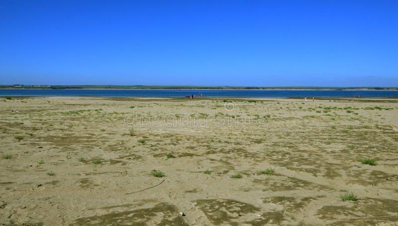 Σαφής θερινή ημέρα τοπίων ποταμών Ο ποταμός Angara Η ανατολική Σιβηρία στοκ εικόνες με δικαίωμα ελεύθερης χρήσης