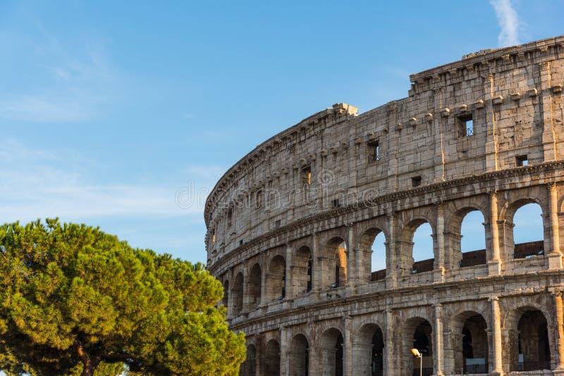 Σαφής ουρανός πέρα από παγκοσμίως διάσημο Coliseum στοκ φωτογραφία με δικαίωμα ελεύθερης χρήσης