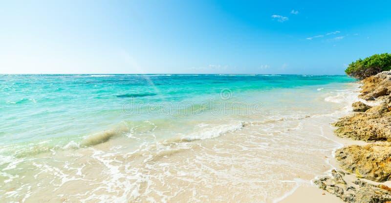Σαφής ουρανός πέρα από την παραλία Clairs σταφίδων στοκ εικόνες
