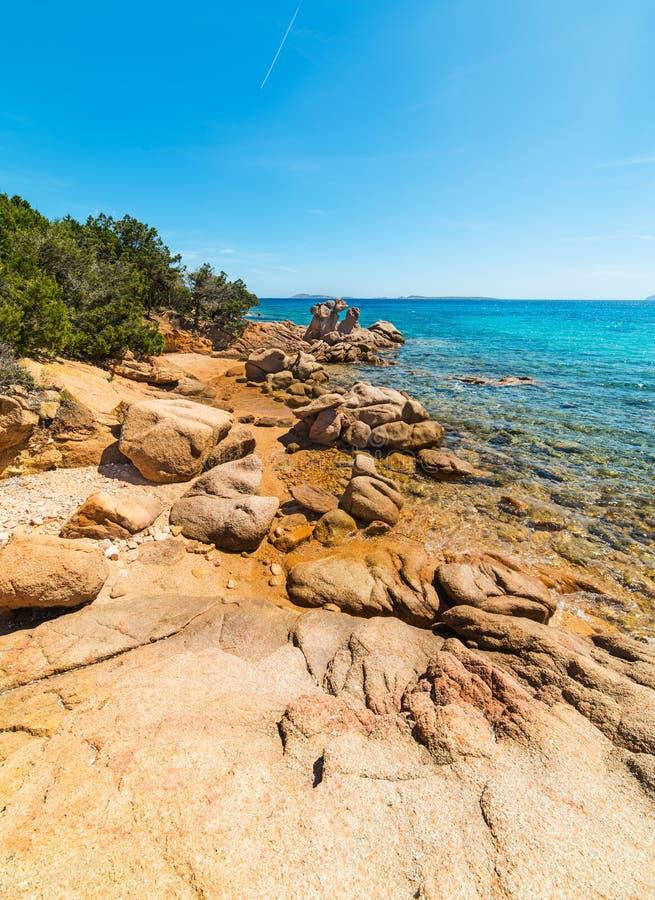 Σαφής ουρανός πέρα από την παραλία Liscia Ruja στοκ φωτογραφία με δικαίωμα ελεύθερης χρήσης