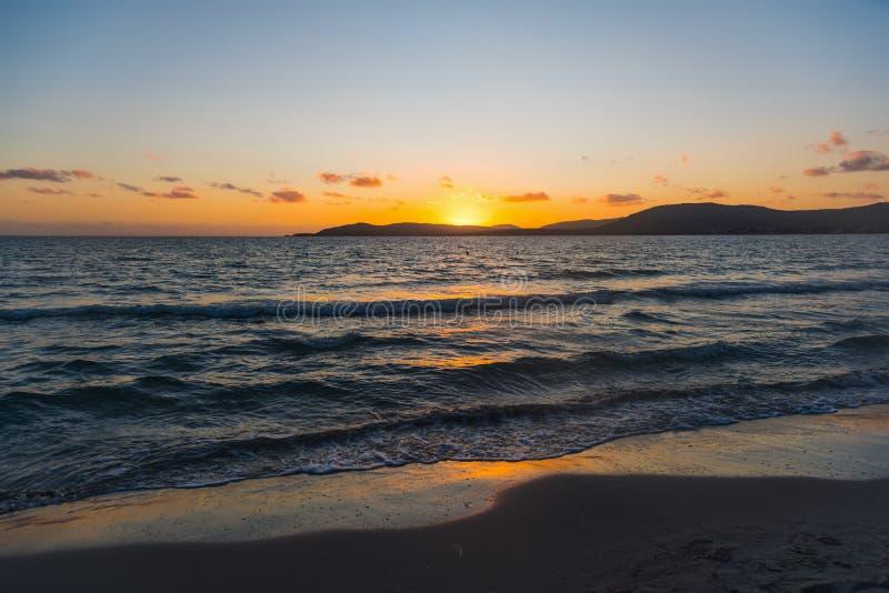 Σαφής ουρανός πέρα από τη θάλασσα στο ηλιοβασίλεμα στοκ φωτογραφίες με δικαίωμα ελεύθερης χρήσης