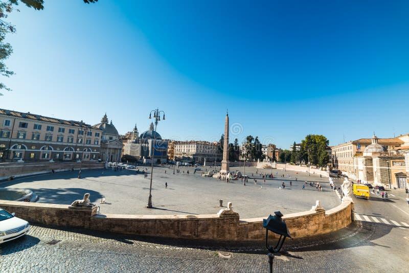 Σαφής ουρανός πέρα από Piazza del Popolo στη Ρώμη στοκ φωτογραφίες