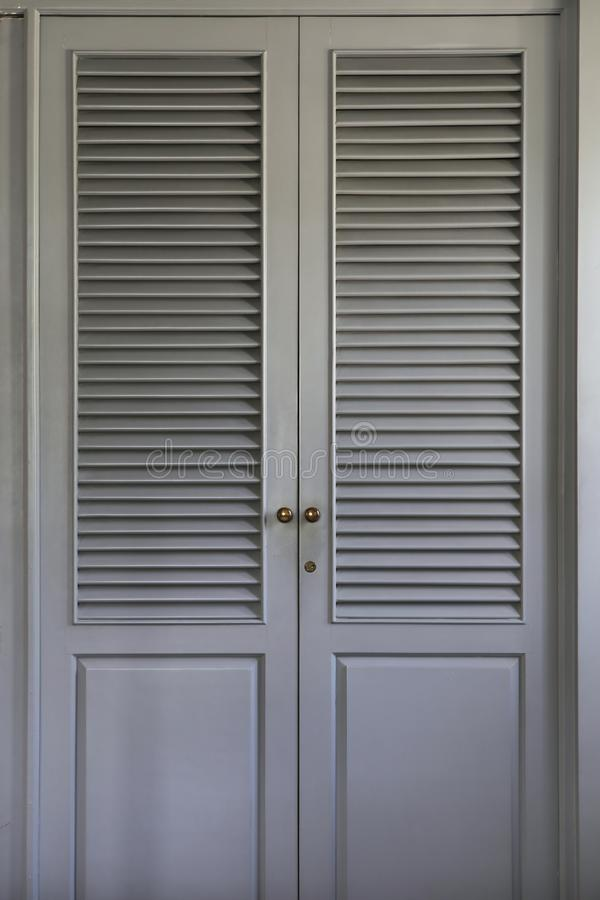 Γκρίζες επιτροπές πορτών ντουλαπών στοκ εικόνες