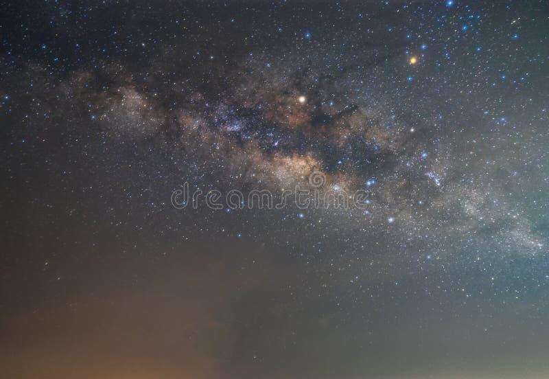 Σαφώς γαλακτώδης τρόπος στο νυχτερινό ουρανό με το αστέρι ενός εκατομμυρίου στοκ εικόνες