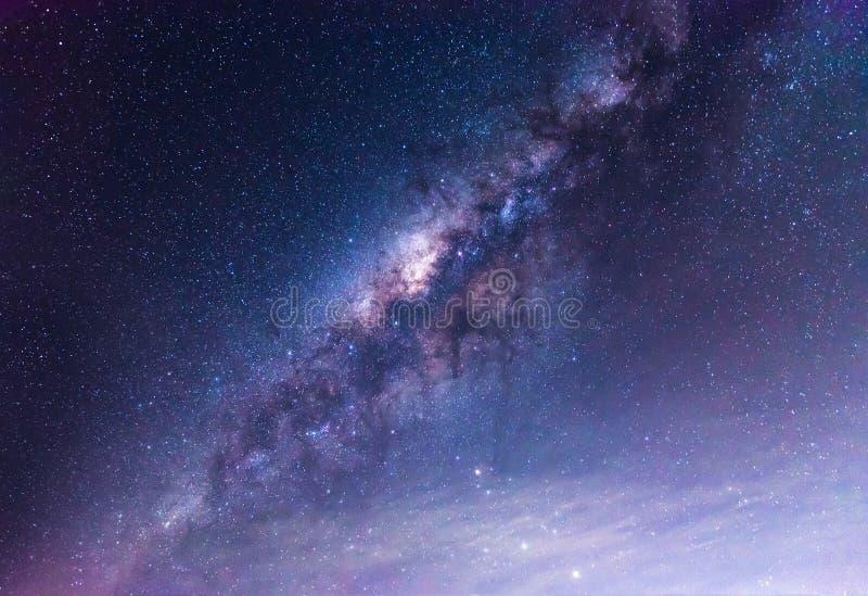 Σαφώς γαλακτώδης τρόπος στο νυχτερινό ουρανό στοκ εικόνα με δικαίωμα ελεύθερης χρήσης