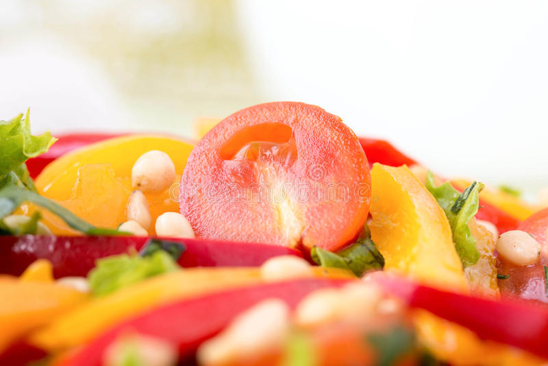 Σαλάτα με τα λαχανικά και τα πράσινα. Οριζόντια φωτογραφία. στοκ εικόνες