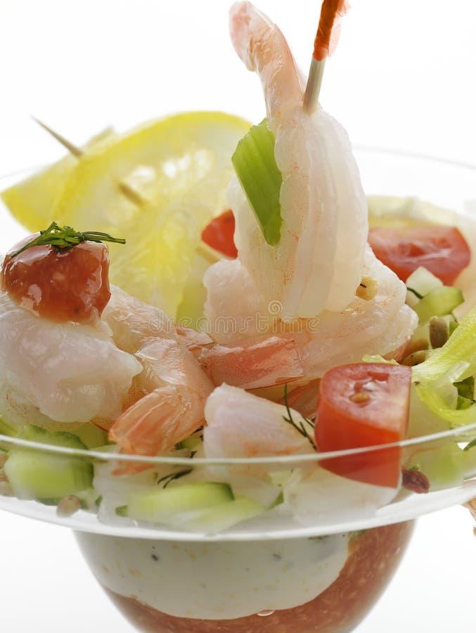 Σαλάτα με τις γαρίδες στοκ εικόνες