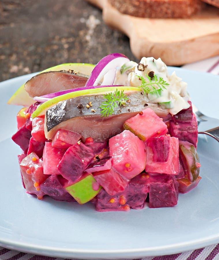 Σαλάτα ρεγγών με την ξινή σάλτσα κρέμας στοκ φωτογραφίες
