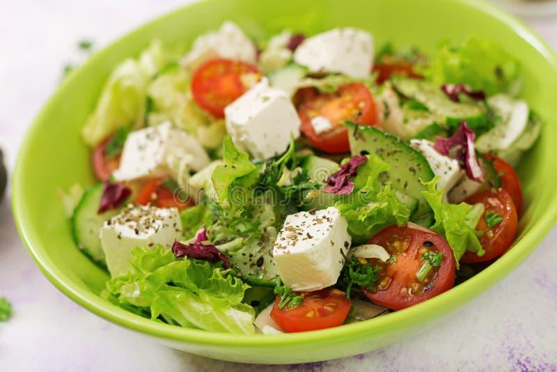 Σαλάτα των φρέσκων λαχανικών στο ελληνικό ύφος διαιτητικός κατάλογος επιλογής στοκ φωτογραφίες
