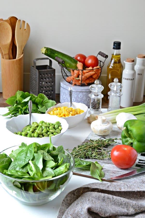 Σαλάτα Homemeade Μαγείρεμα με τα λαχανικά στοκ εικόνες