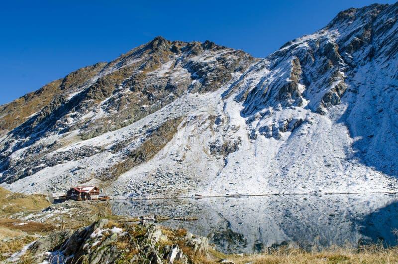 Σαλέ λιμνών Balea στοκ φωτογραφία με δικαίωμα ελεύθερης χρήσης