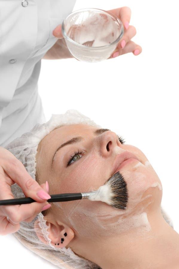 Σαλόνι ομορφιάς, του προσώπου να ισχύσει μασκών στοκ εικόνα με δικαίωμα ελεύθερης χρήσης