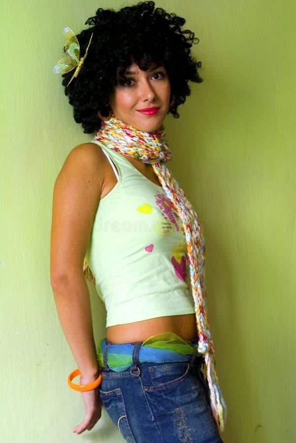 σγουρό χαριτωμένο κορίτσι disco στοκ φωτογραφίες με δικαίωμα ελεύθερης χρήσης