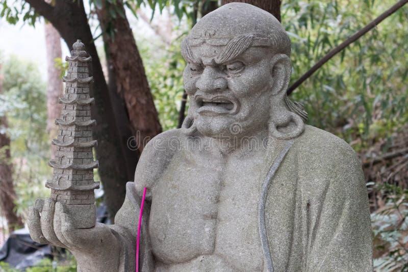Σεβάσμιο γλυπτική-μεγάλο άγαλμα πετρών δεκαοχτώ στοκ φωτογραφία