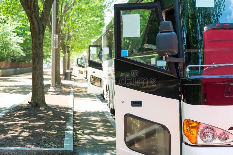 Σειρά λεωφορείων τουριστών στοκ φωτογραφία