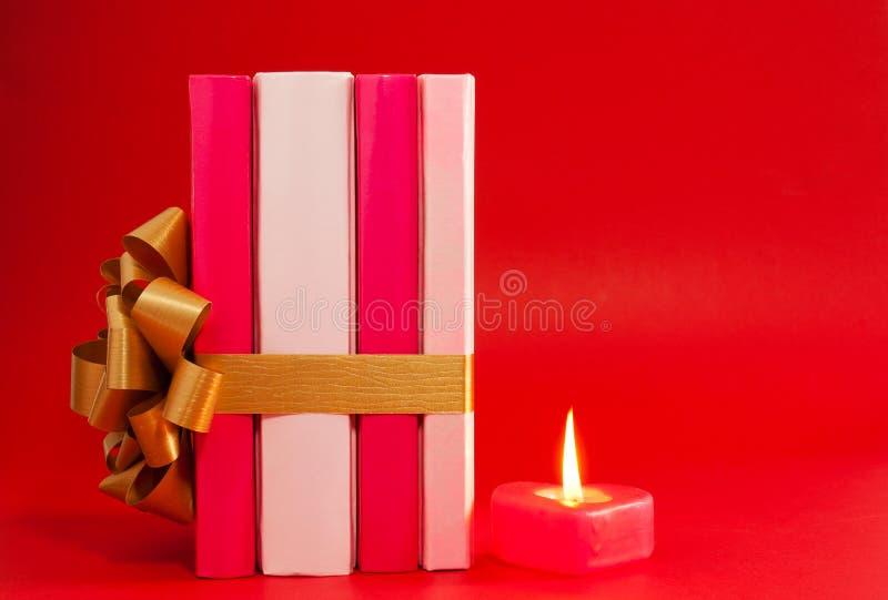 σειρά κορδελλών κεριών βιβλίων που εμπλέκεται στοκ φωτογραφία